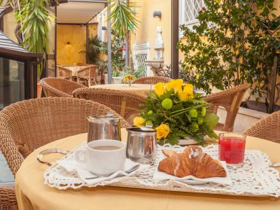 hotel-windrose-rome-external-08